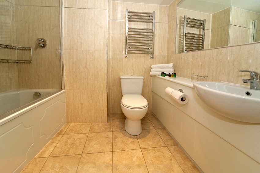 en-suite-bathroom